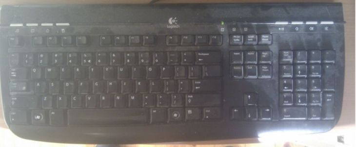 DIY- How to clean your keyboard