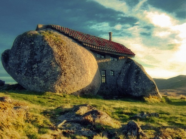 The Blooming Big Stone House and Cave Living