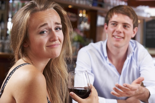 6 THINGS MEN DO THAT MAKE WOMEN LOSE INTEREST