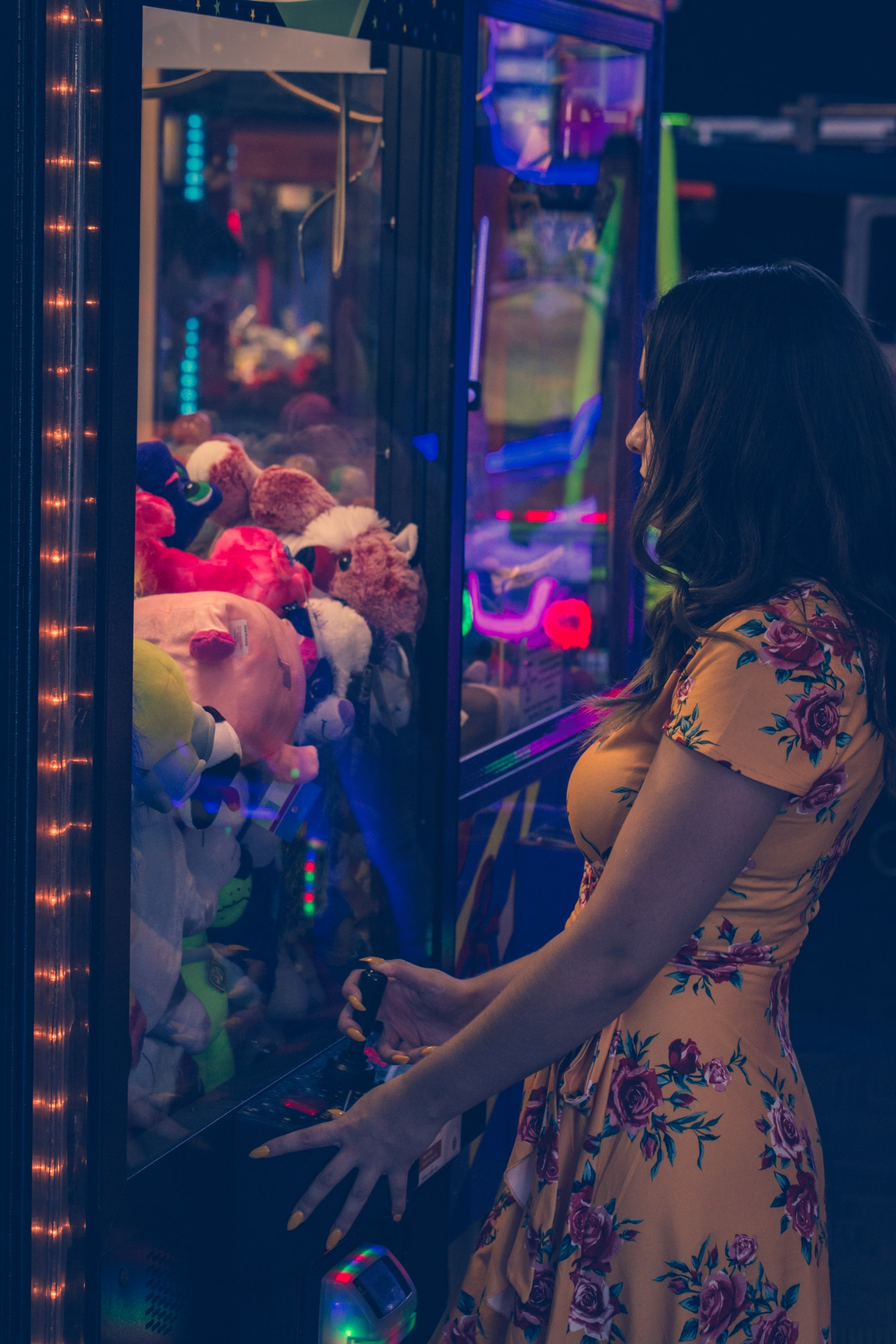 woman playing at the toy crane